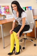 Secretary Bryoni Kate Really Stands Out In These Great Yellow Pantyhose - Picture 2
