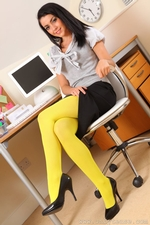 Secretary Bryoni Kate Really Stands Out In These Great Yellow Pantyhose - Picture 3