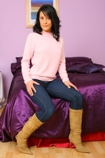 Dark Haired Emily J In Jeans And Pink Sweater - Picture 6