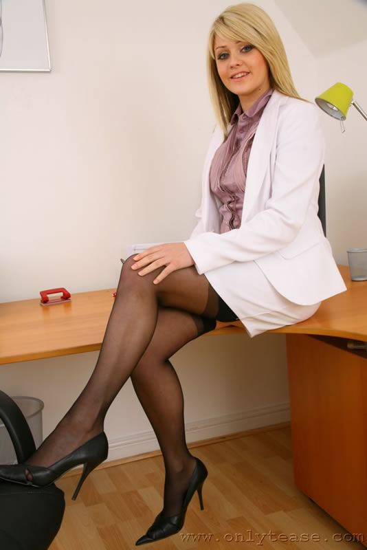Seductive office secretary Lichelle Marie strips and teases pussy № 884036 без смс